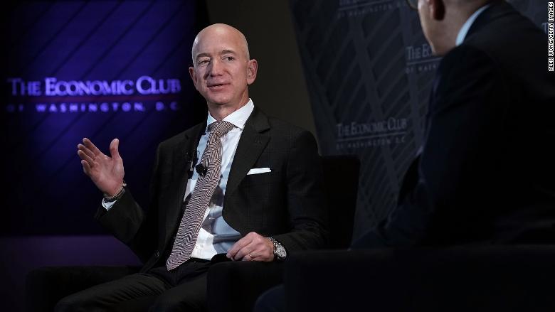 وبسایت آمازون (Amazon.com). مدیر اجرایی، جف بزوس[4] روز پنجشنبه گفت که شرکت آمازون تصمیمی را اتخاذ کرد که بر پایه آن، محل دومین مراکز نظارت تا قبل از پایان سال ایجاد خواهد شد.